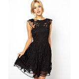 Vous cherchez une petite robe noire pour le réveillon ? Cliquez ici !