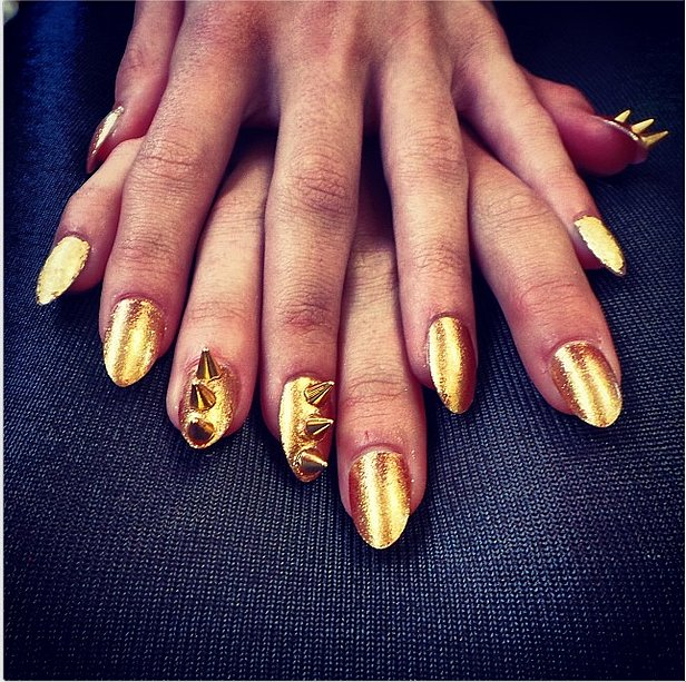 That is one dangerous manicure! Source: Instagram user valonzhaircutters