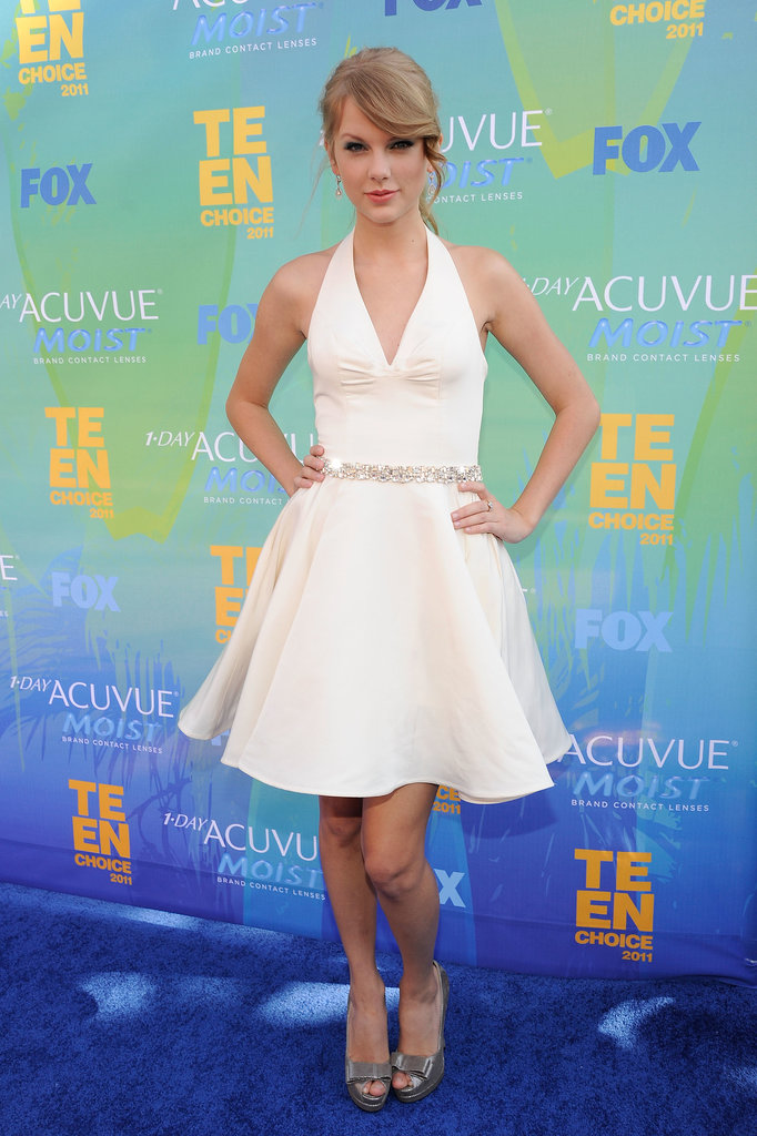 Taylor made Marilyn Monroe proud, wowing in a diamond-cinched white halter dress and bow-detailed pumps for the 2011 Teen Choice Awards.