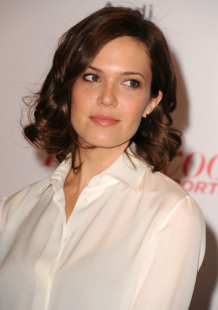 Mandy Moore's of-the-moment lob (long bob) was dressed up with bouncy curls.