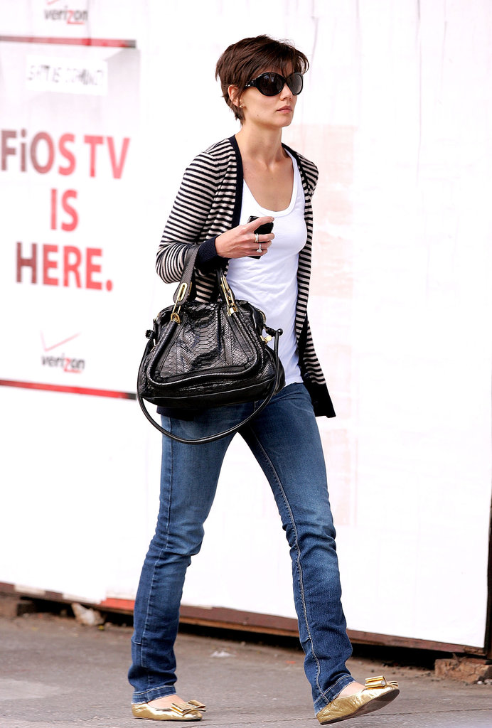 Amping up her basic denim with a striped cardigan, gold bow flats, and a textured Chloé bag in August 2008.