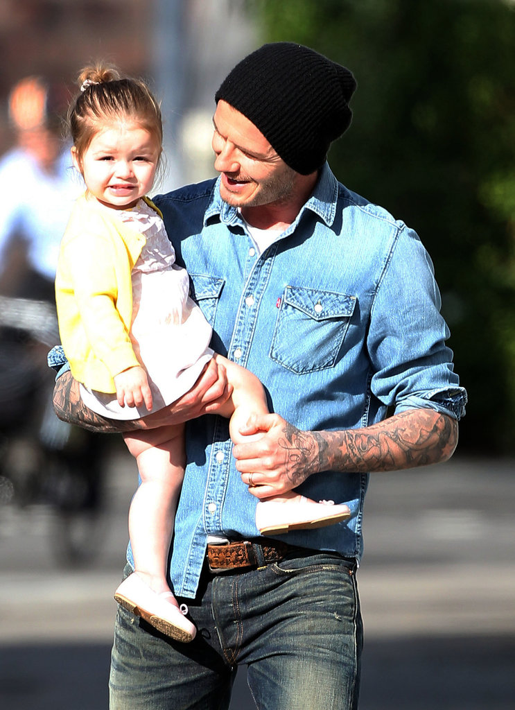 How cute is this? David couldn't help but grin at his adorable girl while he and Harper went for a walk around their London neighborhood in April.<br />