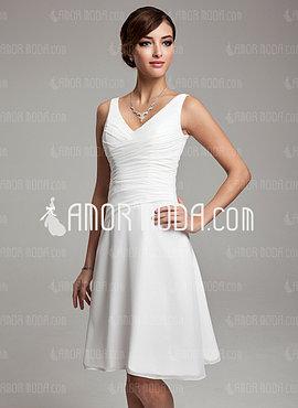 A-Line/Princess V-neck Knee-Length Chiffon Bridesmaid Dress With Ruffle Beading (007001083)