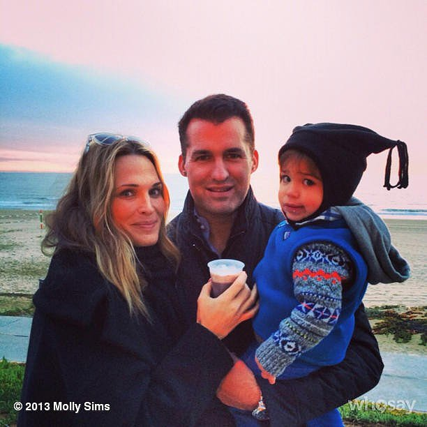 Brooks Stuber snuggled with his mom and dad for a beautiful sunset. Source: Instagram user mollybsims