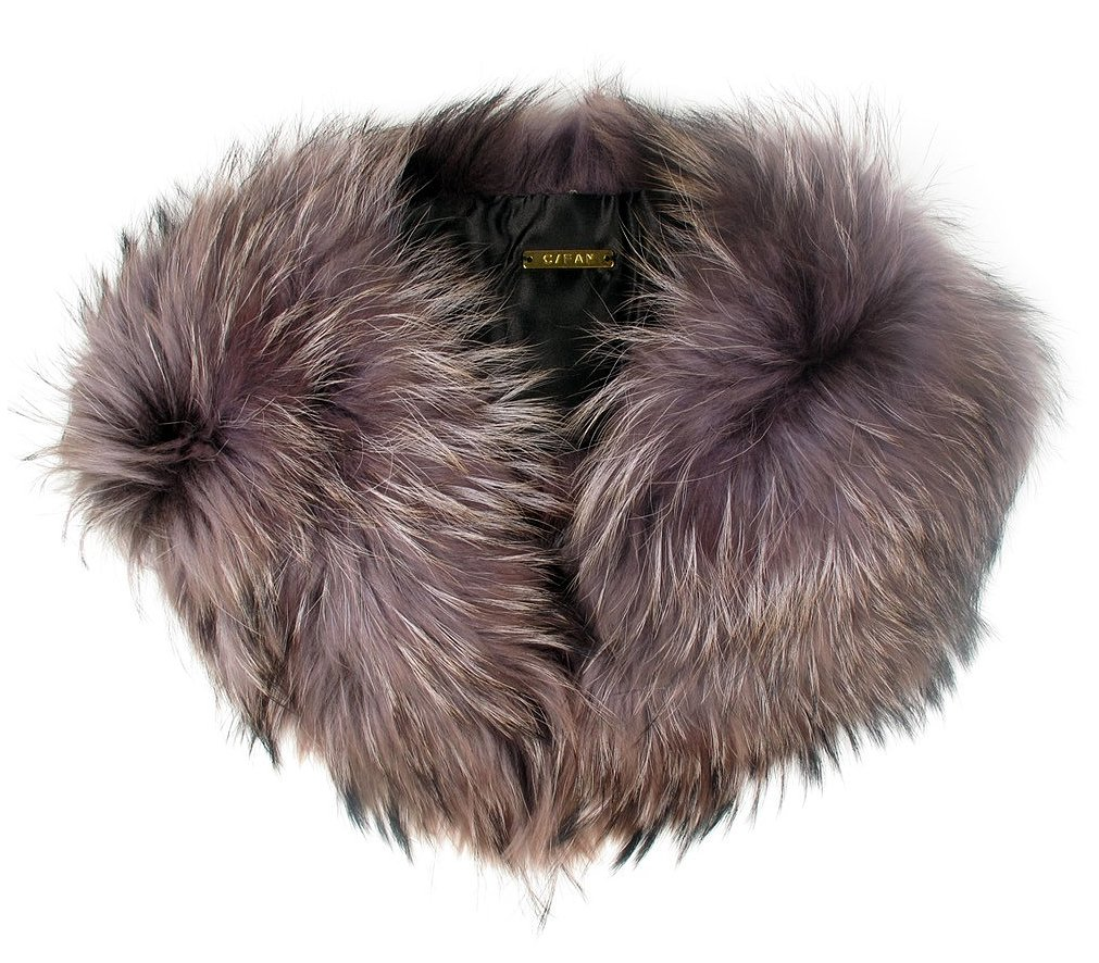 I love coats with fur collars, but I also love coats that, well, don't have fur collars. The easiest way to bridge the gap between the two is with a removable collar like this one fr