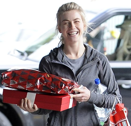 Pictures Of Celebrities Celebrating Christmas: Miley Cyrus