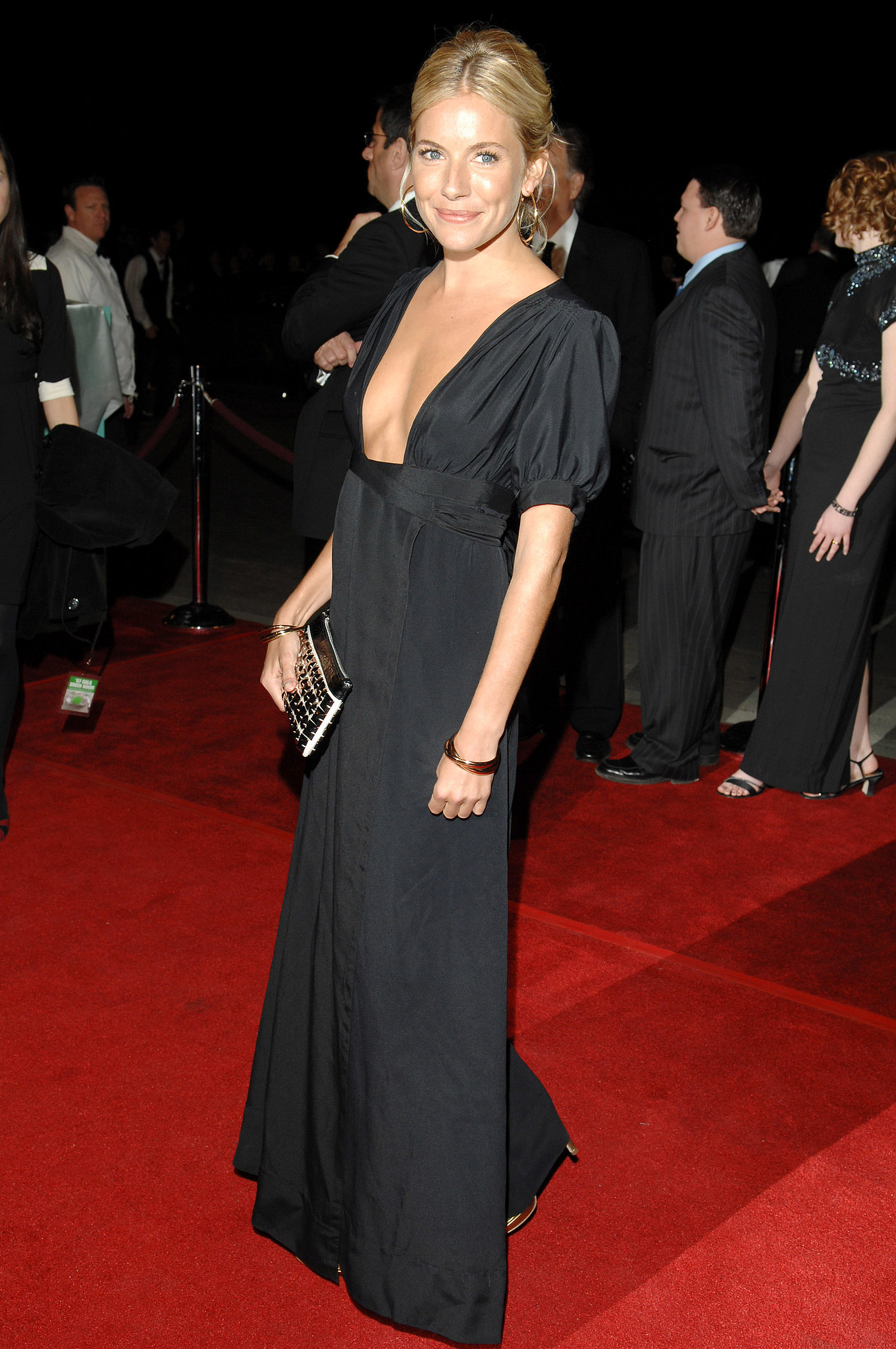 Sienna wore a floor-length black gown with a revealing neckline at the International Palm Springs Film Festival Awards Gala in 2007.