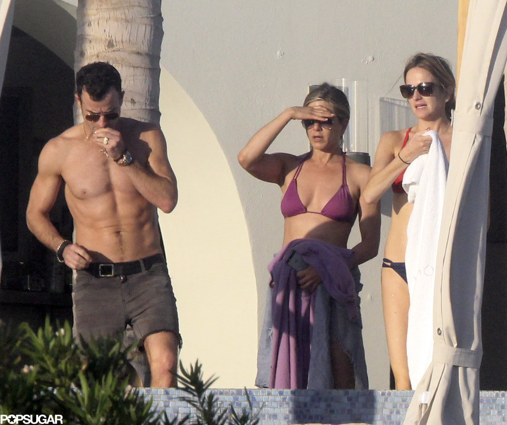 Jennifer stepped out into the sun with her friends and fiancé.