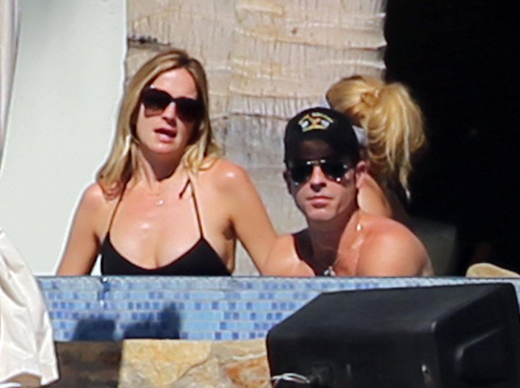 Justin Theroux hung out in the sun with Molly McNearney.
