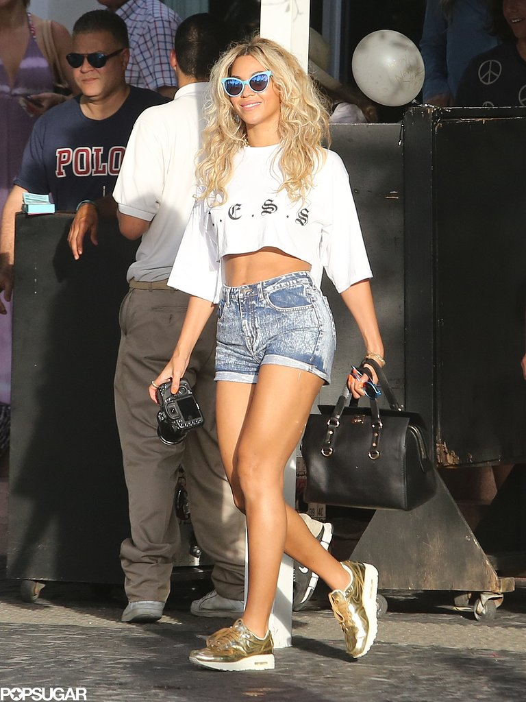 Beyoncé looked incredible while walking around South Beach.