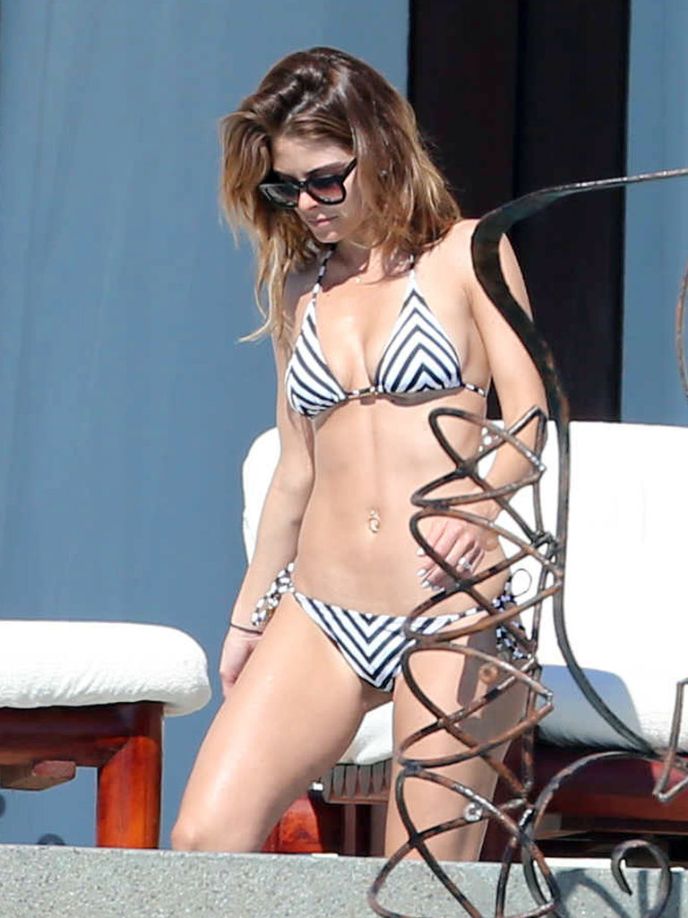 Maria wore a black-and-white two-piece bikini.