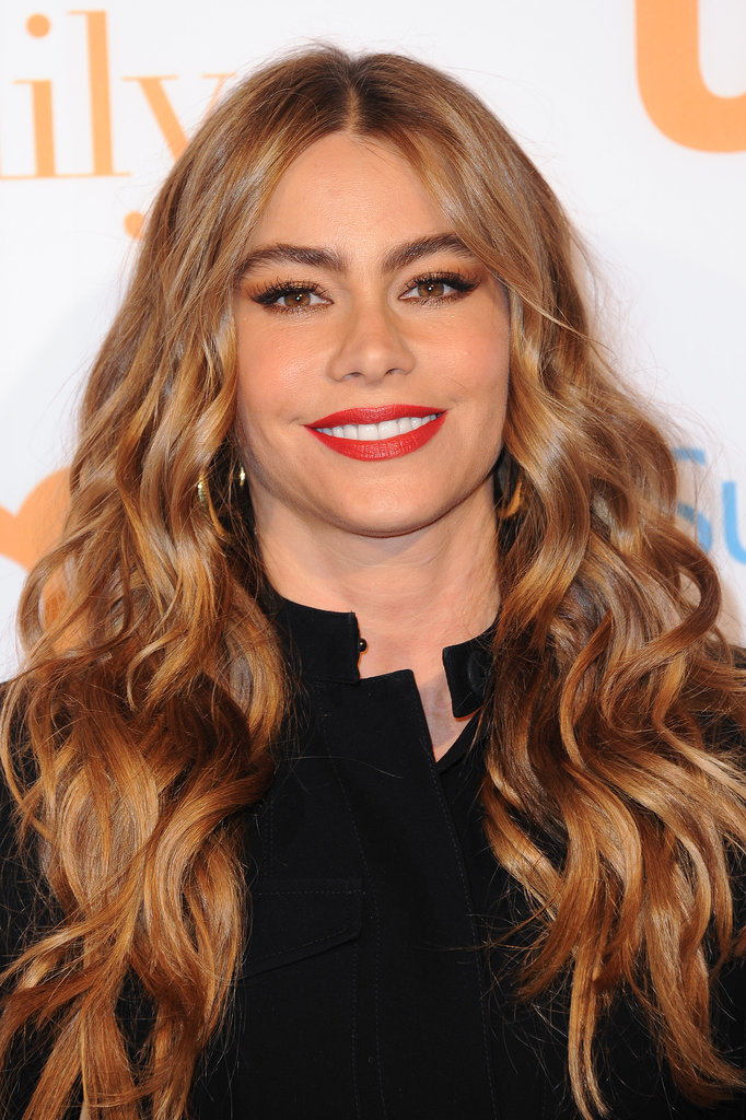 At the Modern Family fan appreciation day in October 2013, Sofia proved that she is the queen of bombshell beauty with her sexy curls and bright red lipstick.