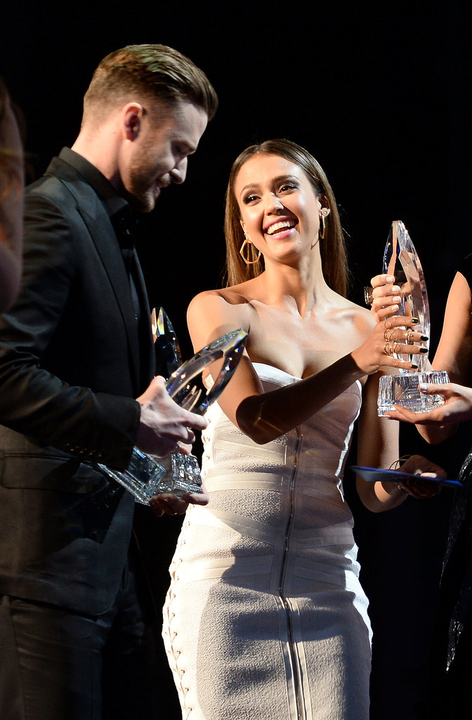 Jessica presented Justin Timberlake with the award for favorite album.
