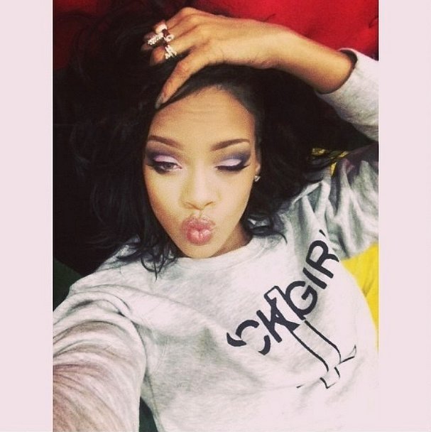 Rihanna proved that you don't need to be dressed up to wear stage-ready makeup. Source: Instagram user badgirlriri