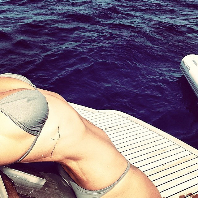 Lara showed off her sexy physique and tattoo in Jan. 2014. Source: Instagram user mslbingle