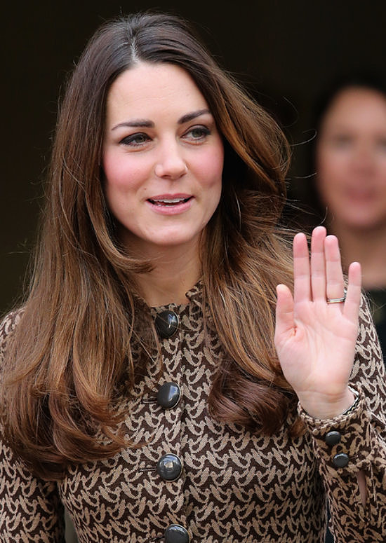 When Kate attended the Only Connect project event, everyone was pointing out her gray hairs. But regardless of her hair color (or lack thereof), this look still makes our best-blowouts list.