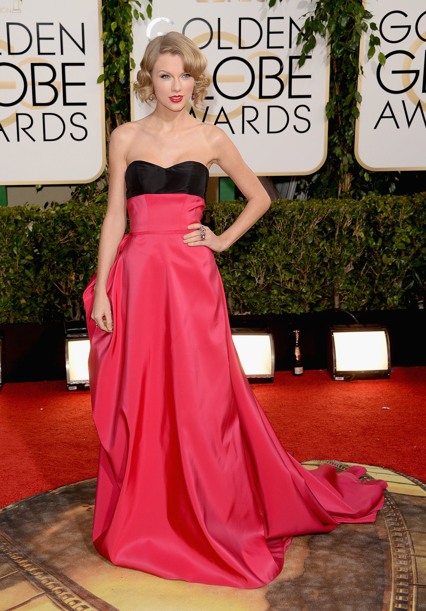 Taylor Swift arrived at the Golden Globes.