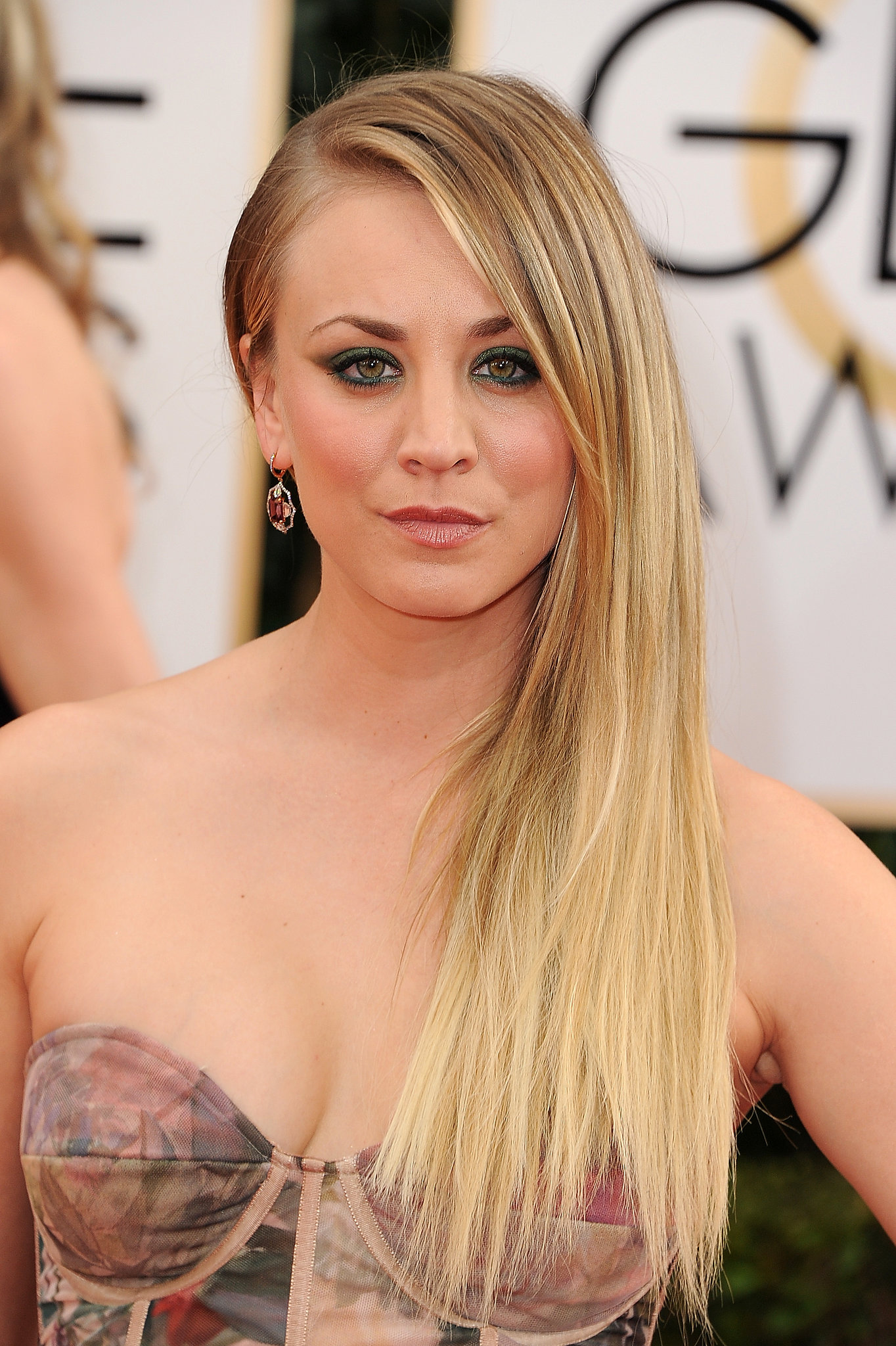 Kaley Cuoco Kaley Cuoco39s Makeup by Mark Cosmetics Golden Globes