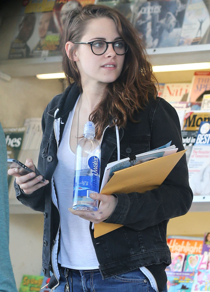 Kristen made a stop at the newsstand.