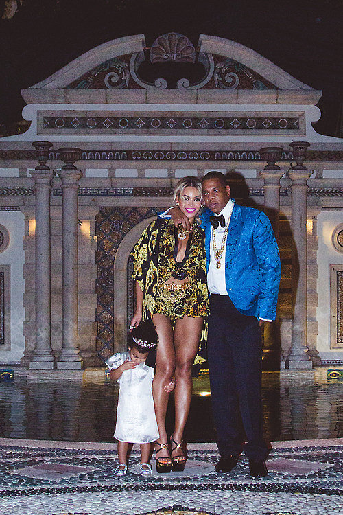 They posed for a sweet family photo at the Versace mansion. Source: Tumblr user Beyoncé Knowles