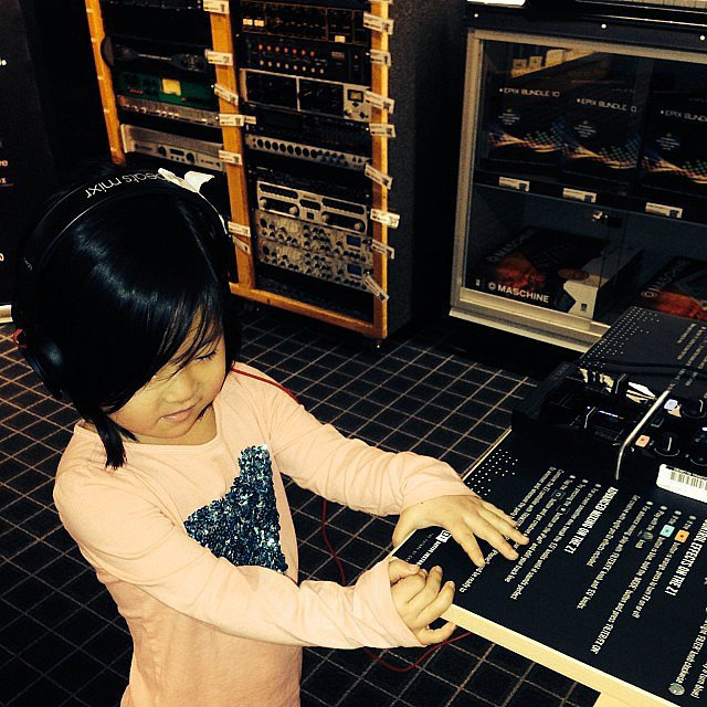 Naleigh Kelley joined her dad, Josh, at the guitar center. Source: Instagram user joshbkelley