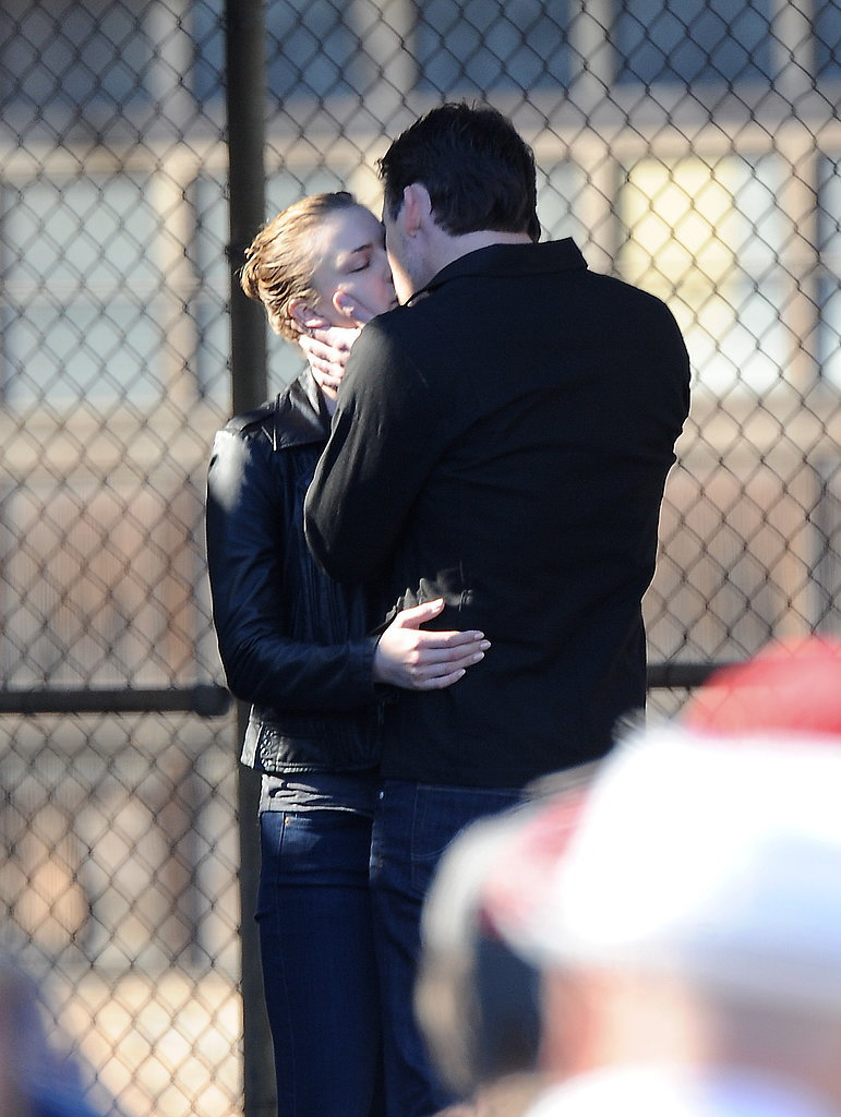 Emily Vancamp kissed Barry Sloane on the set of Revenge in LA on Thursday.