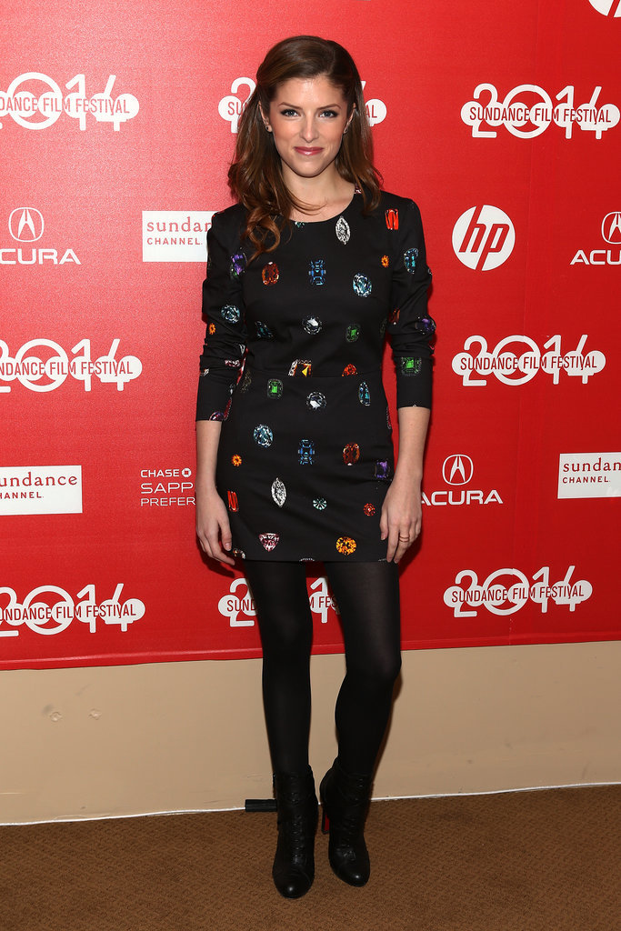 Anna Kendrick posed pretty at the premiere of The Voices on Sunday.