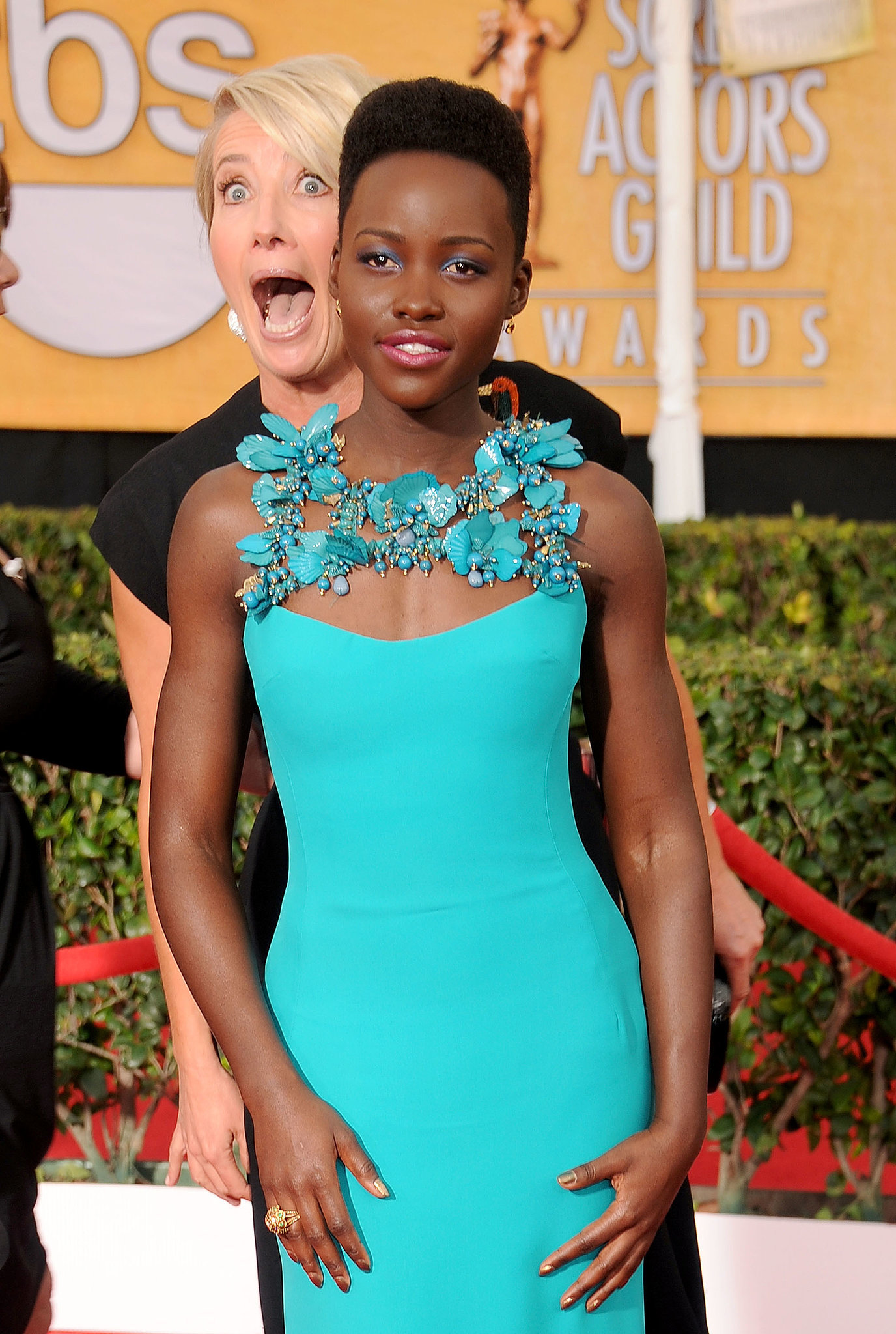 Emma Thompson photobombed Lupita Nyong'o at the SAG Awards, and it was awesome.