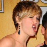 Jennifer Lawrence zieht Grimassen