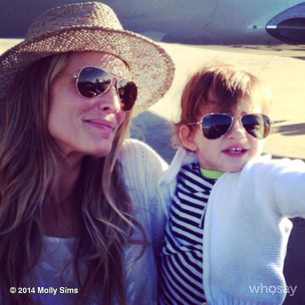 Molly Sims and Brooks Stuber donned their matching aviator sunglasses for their trip to Mexico. Source: Instagram user mollybsims
