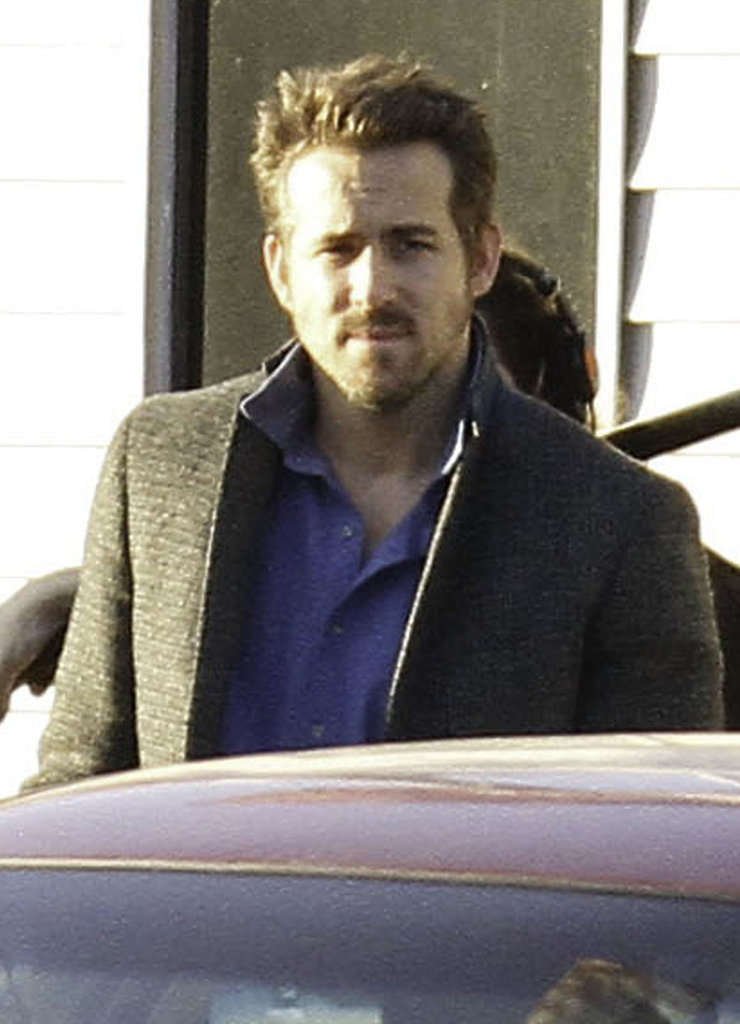 Ryan Reynolds showed off his beard on the set of Mississippi Grind in New Orleans on Friday.