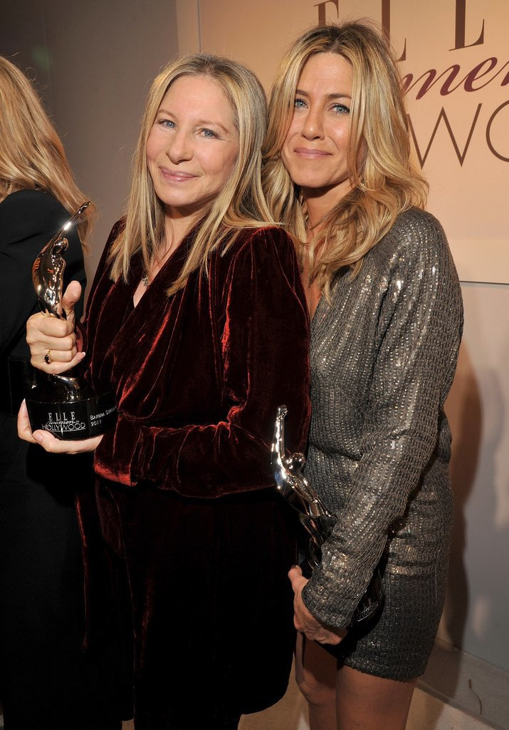 Jen shared the stage with Barbra Streisand at the Elle Women in Hollywood tribute in October 2011.