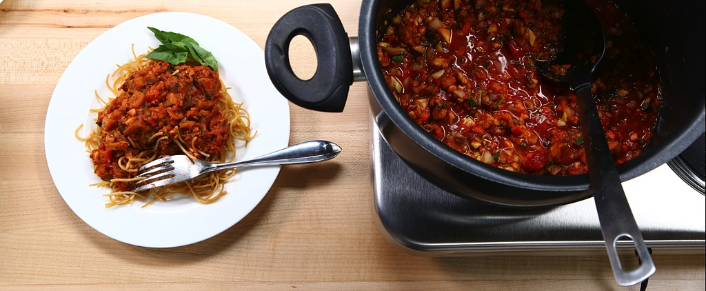 """Olivia Wilde's """"Bomb-Diggity"""" Bolognese Sauce Is a Definite Crowd-Pleaser"""