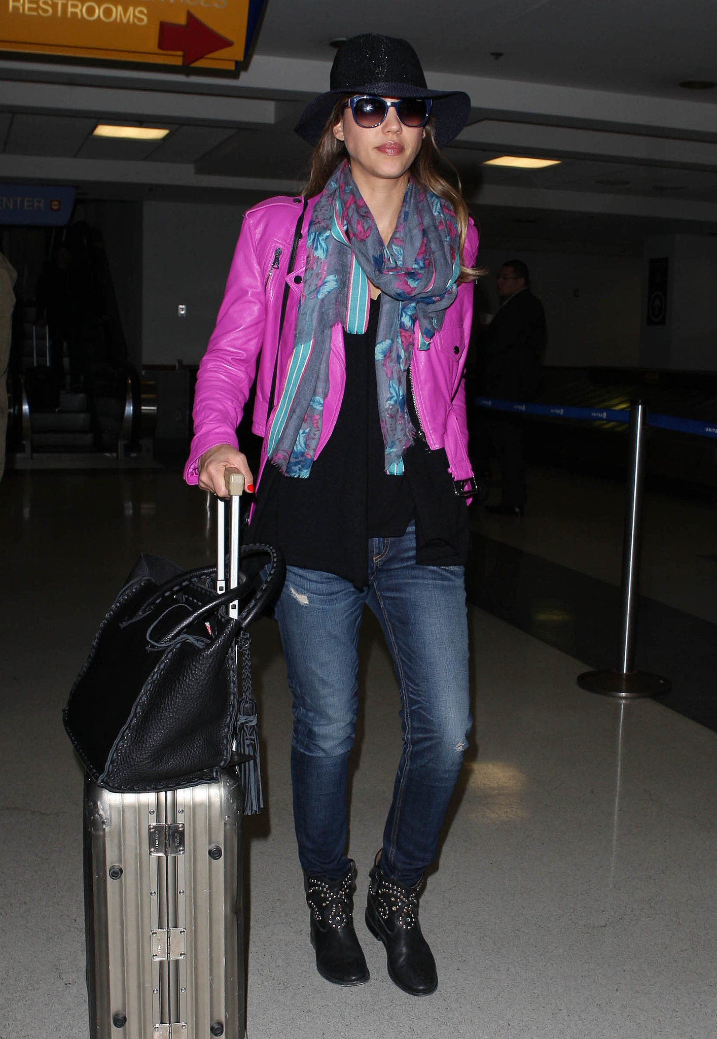 We understand you're trying to be incognito Jessica, but that hot pink leather Ralph Lauren jacket and those studded Isabel Marant boots are the opposite of subdued.