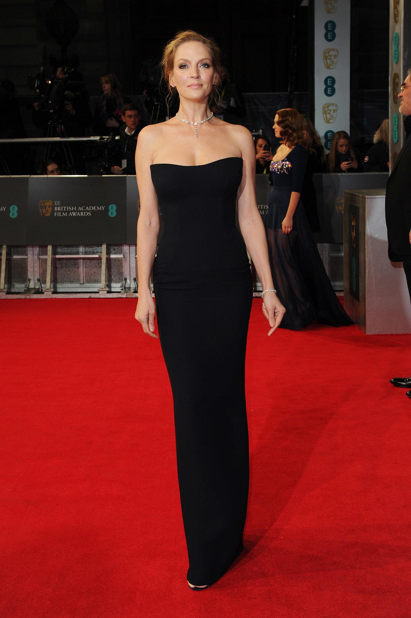 Uma Thurman optait pour une robe bustier longue Versace aux BAFTA AWARDS 2014