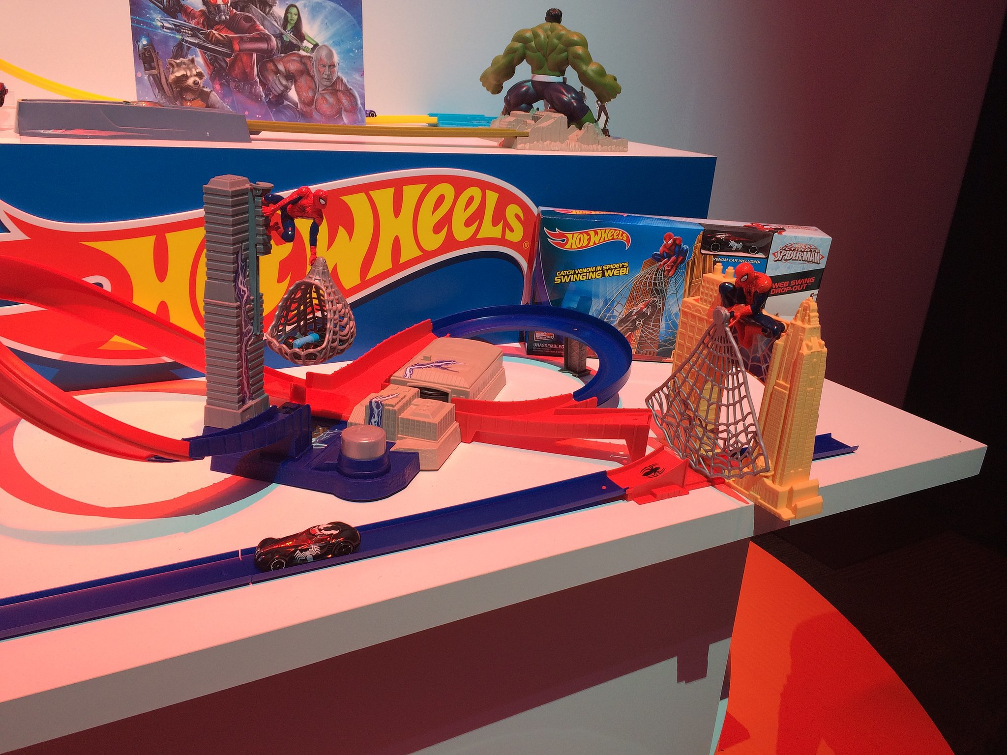 Hot Wheels Marvel Tracks