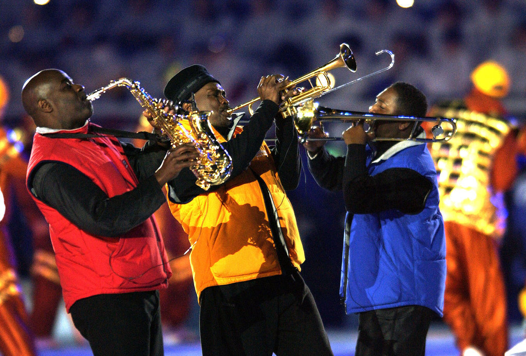Earth, Wind & Fire performed in bright puffy vests.