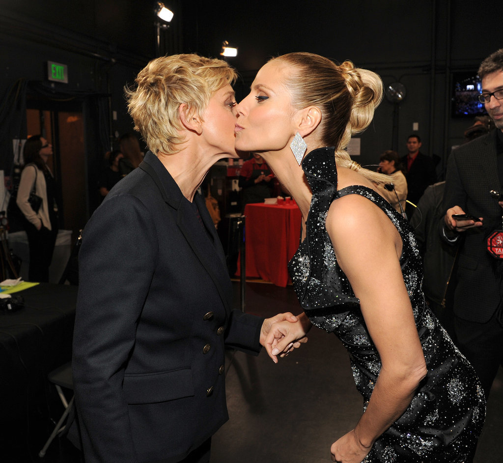 Ellen DeGeneres and Heidi Klum kissed cheeks at the People's Choice Awards.