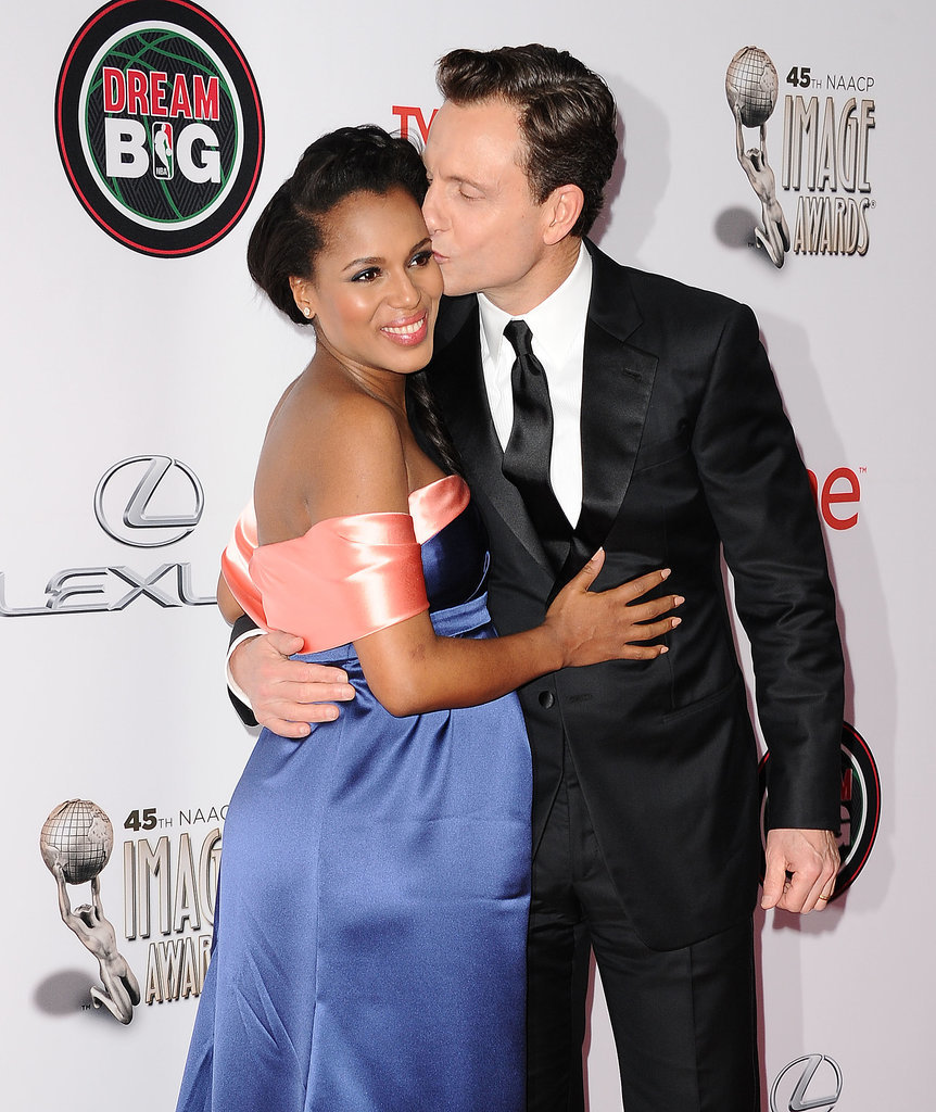 Scandal costars Kerry Washington and Tony Goldwyn got kissy for a photo at the NAACP Image Awards.