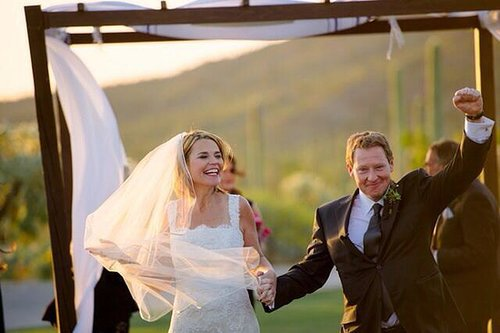 Savannah Guthrie got married to Mike Feldman in March 2014 in her home state of Arizona. Source: Twitter user SavannahGuthrie