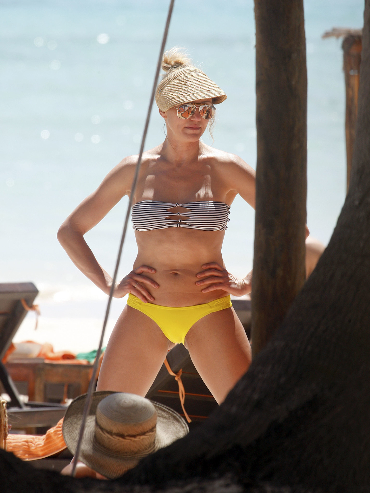 Cameron Diaz showed off her rock-hard abs during a girls' getaway in Mexico in March 2013.