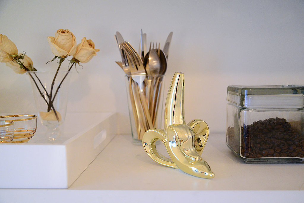 When you have stylish flatware, why hide it in a drawer? Alexis displays her gorgeous gold set in a glass cup.  Source: Homepolish