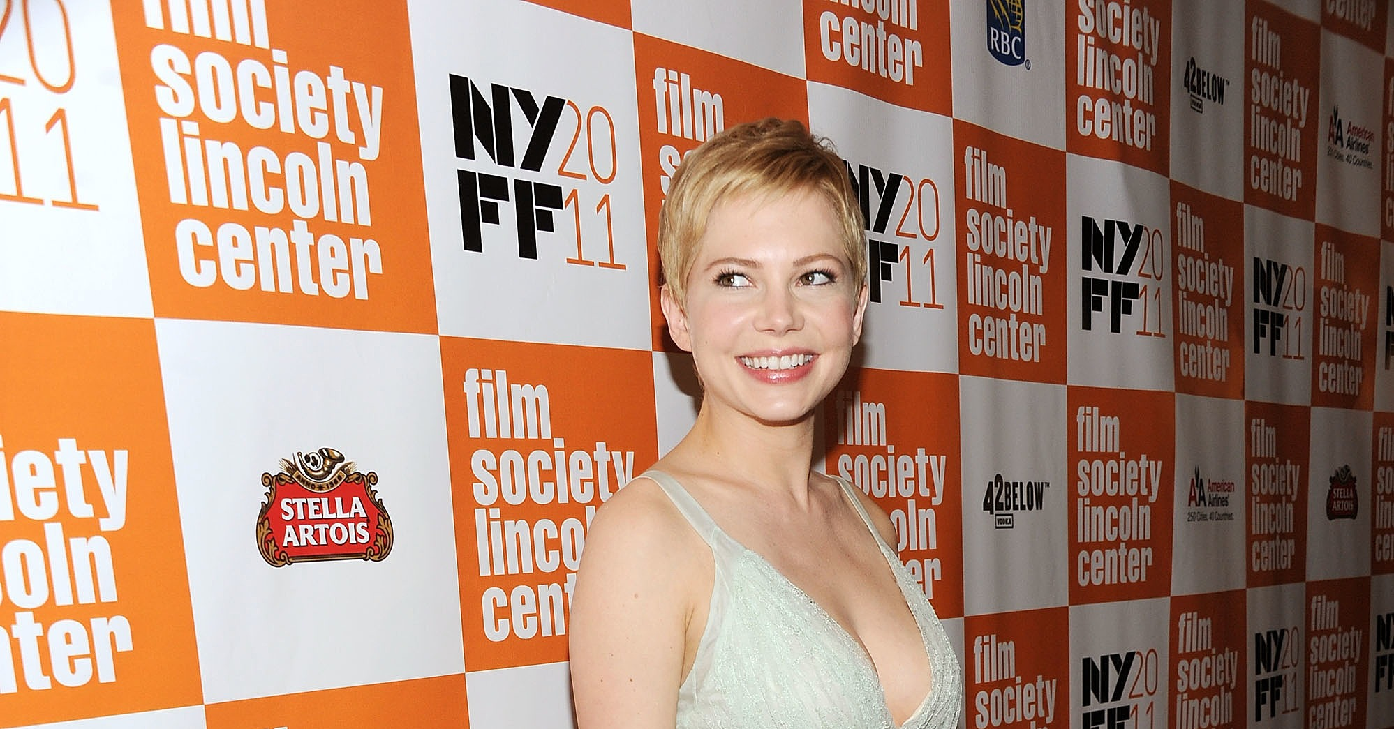 Michelle-Williams-went-simple-white-New-York-Film.jpg
