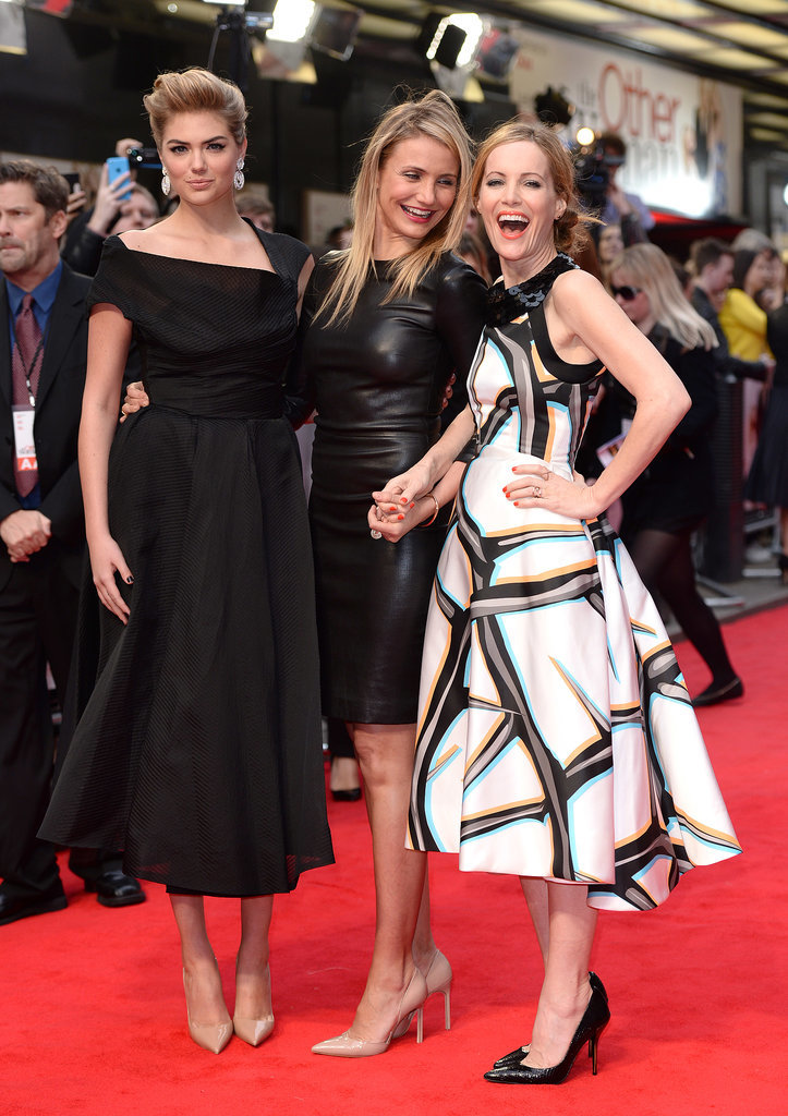 Leslie Mann Grabs Cameron Diaz's Butt on the Red Carpet!