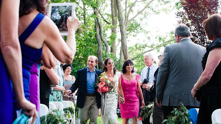 A Case For the Unplugged Wedding From a Photographer