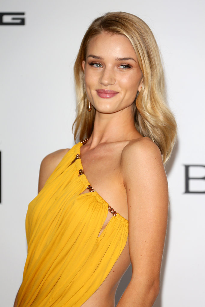Rosie Huntington-Whiteley's dress revealed her flawless tan.