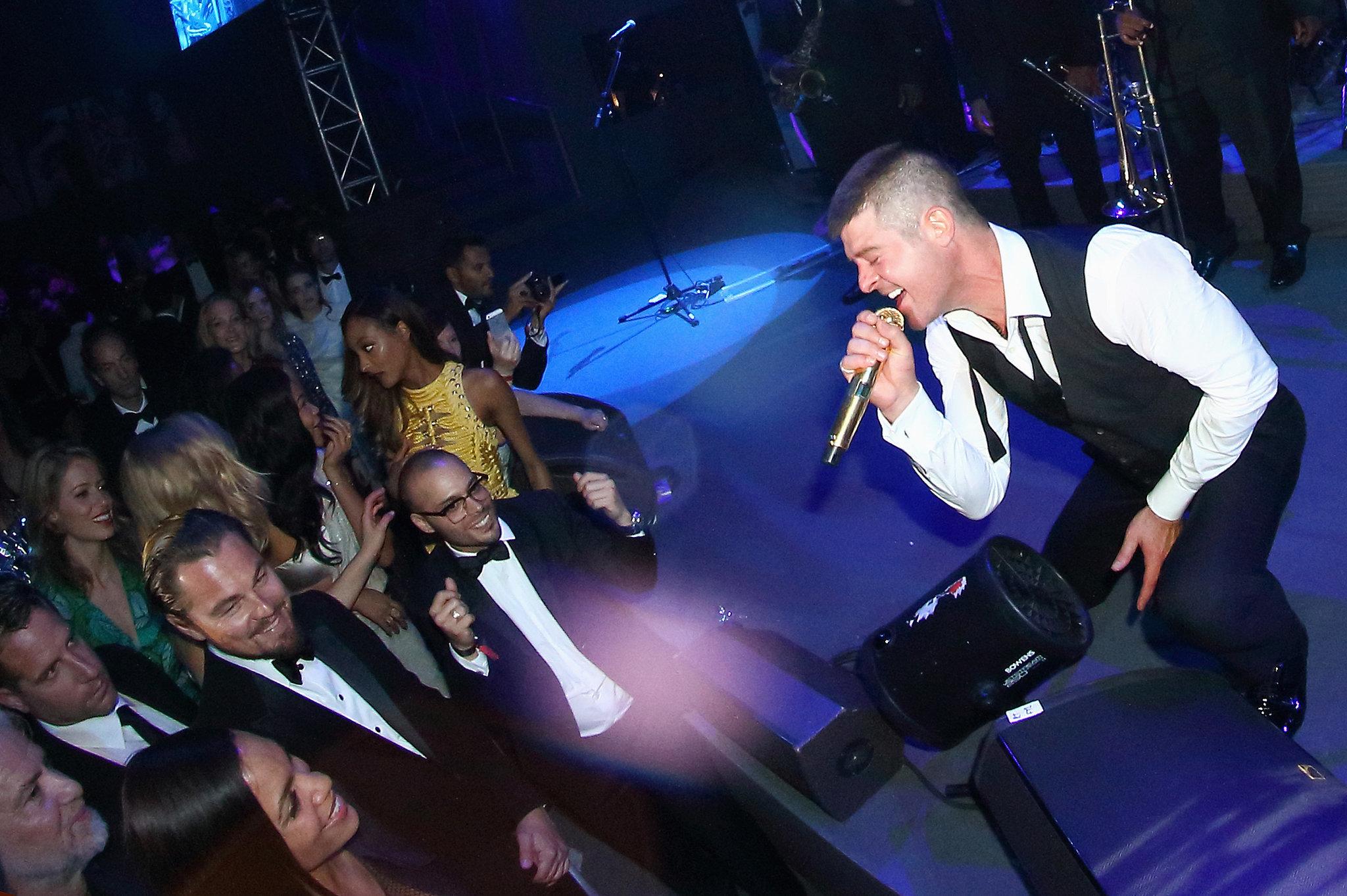 Leonardo DiCaprio watched Robin Thicke perform at the amfAR gala.