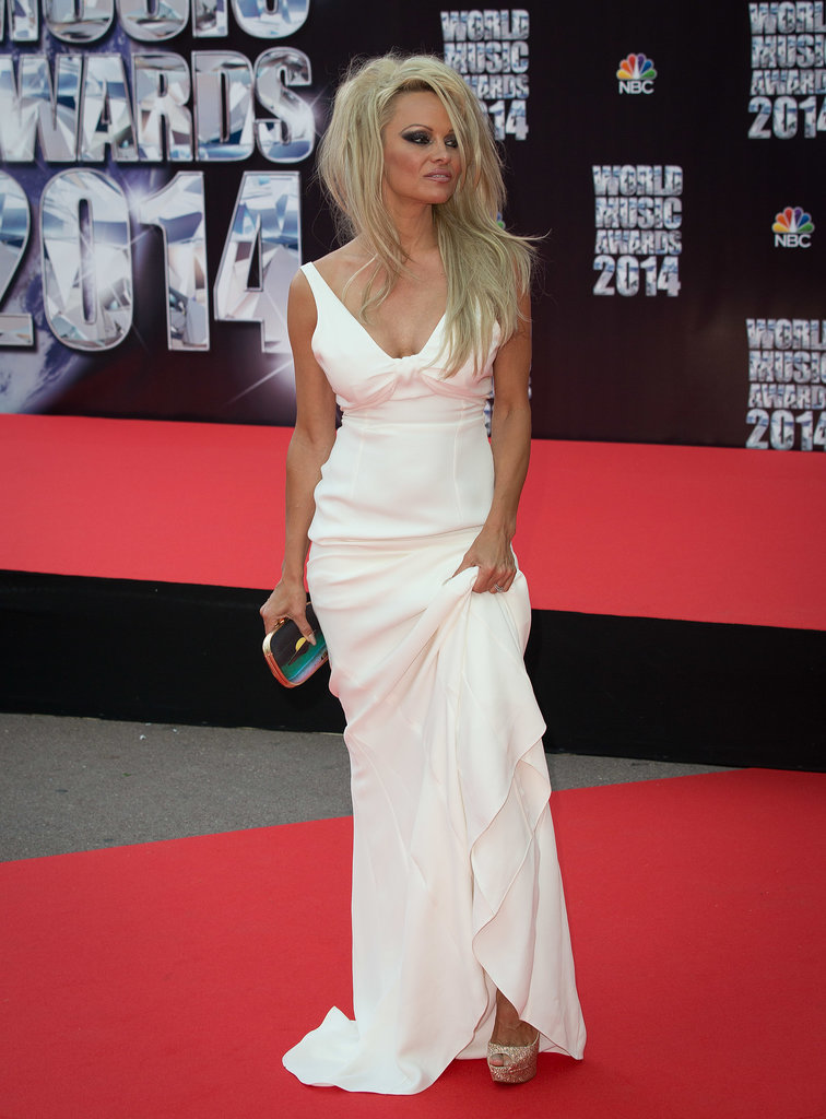 Pamela Anderson looked like she stepped out of 1997. Keep scrolling for more photos!