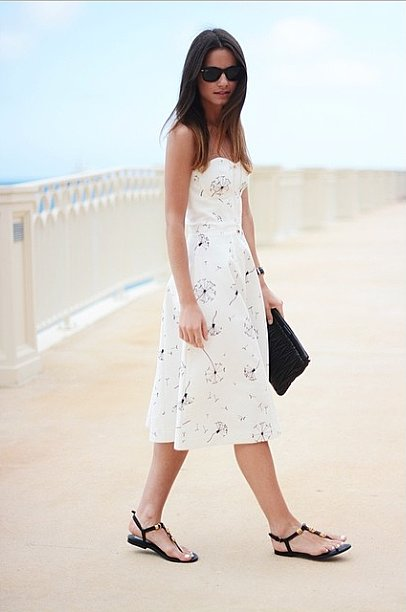 A dress doesn't mean having to dress up. Keep it simple with flat sandals for a look that goes from the beach to dinner and drinks. Source: Instagram user zinafashionvibe