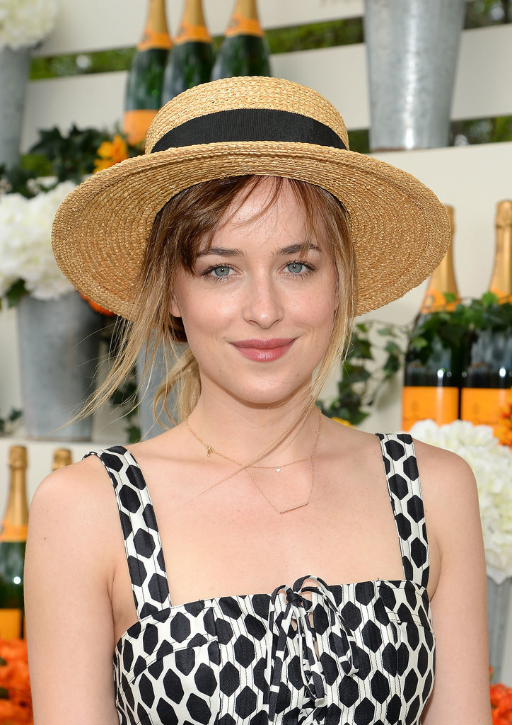 Dakota showed off her fresh-faced look.